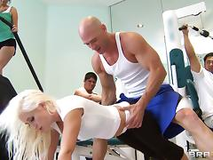 Nasty And Horny White Chick Gets Fucked After Work Out