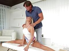 Sassy blonde reaches orgasm as her pink slit gets screwed hardcore