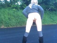 Crossdresser flashing down the park