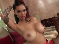 Stunning Tera Patrick shows her tempting body