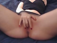 girl masturbates under pantyhose