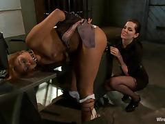 Yasmine de Leon gets toyed by Bobbi Starr in bondage video